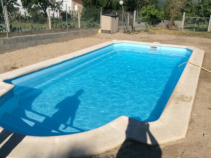 Piscinas de poli ster ancla piscinas for Piscinas enterradas poliester