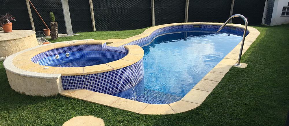 Piscinas de obra u hormig n ancla piscinas for Medidas de piscinas de obra